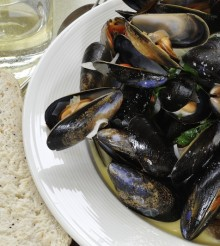 Mussels Steamed with Wine & Tarragon