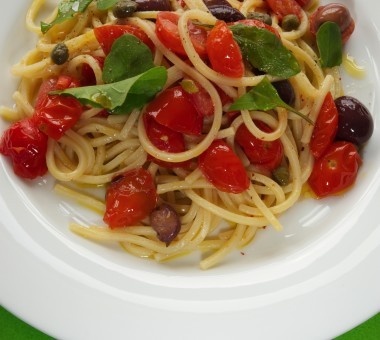 Pasta with fresh tomatoes, olives and capers