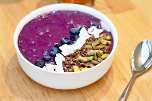 Blueberry and Coconut Smoothie Bowl
